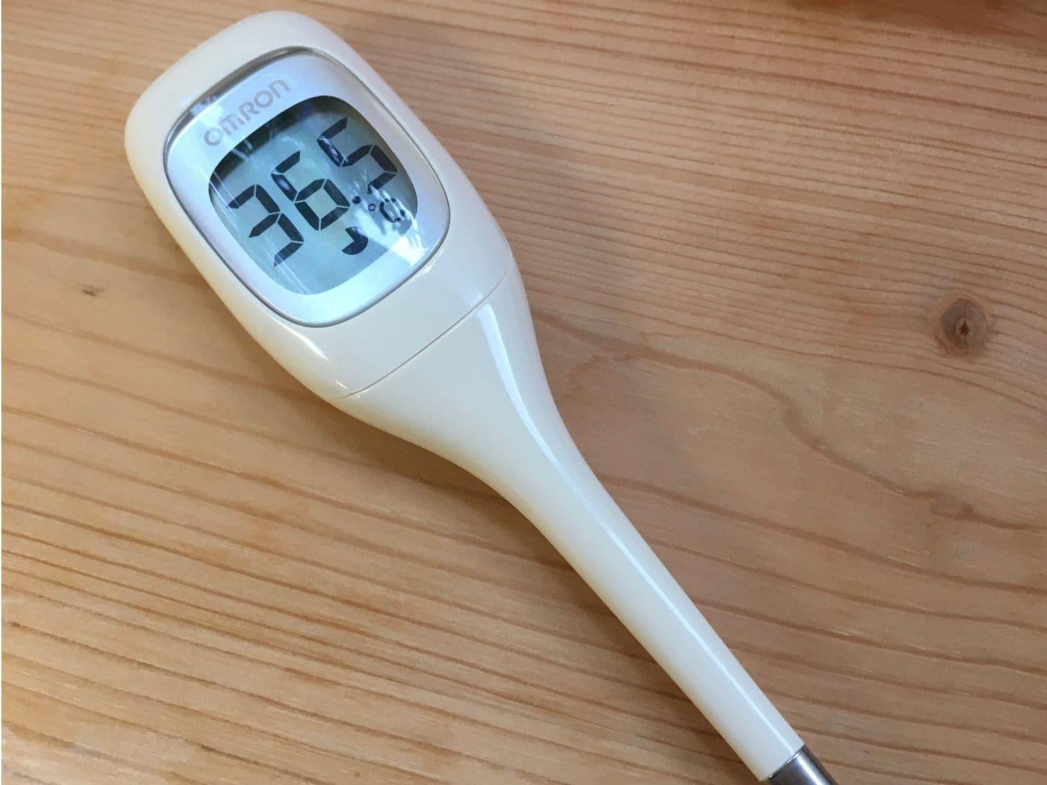 36.5℃をさす体温計